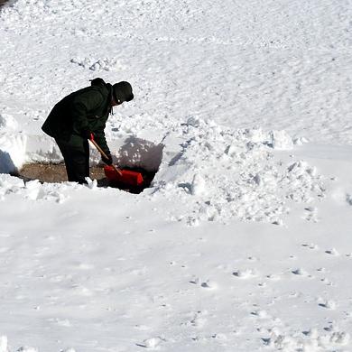 Hóeltakarítás kézi erővel